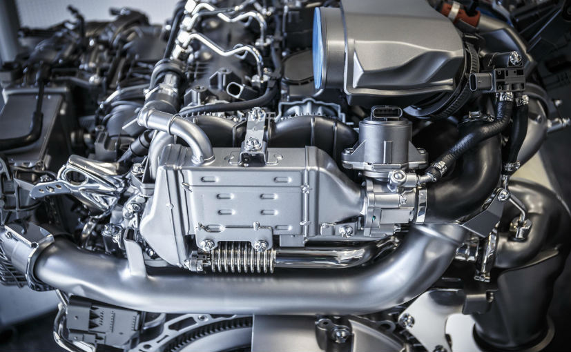(Mercedes invests 3 billion euros towards new engine technology)