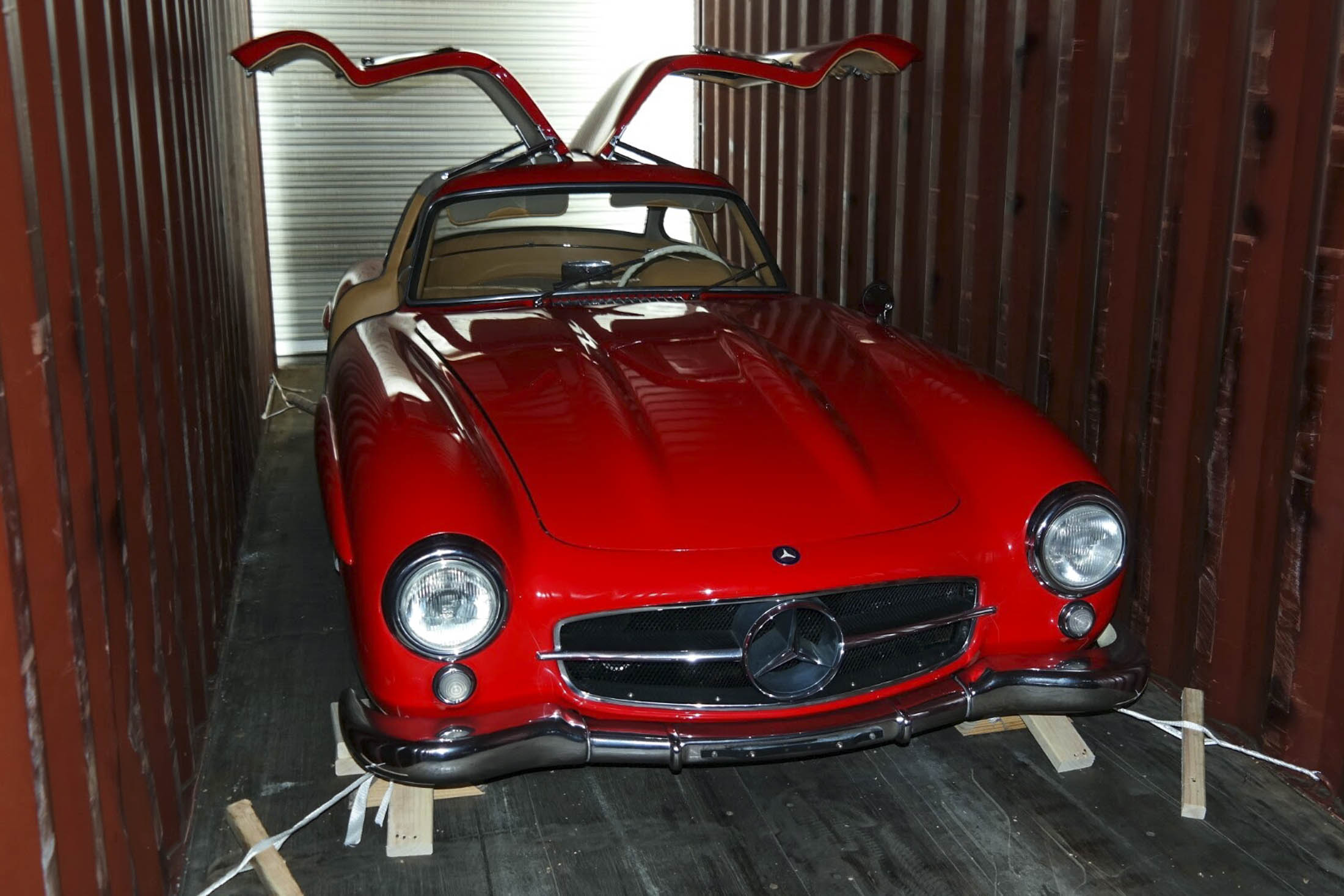 A Mercedes 300SL Gullwing in a shipping container, demonstrating clearance along the side and roof. Photographer: Dmitriy Shibarshin