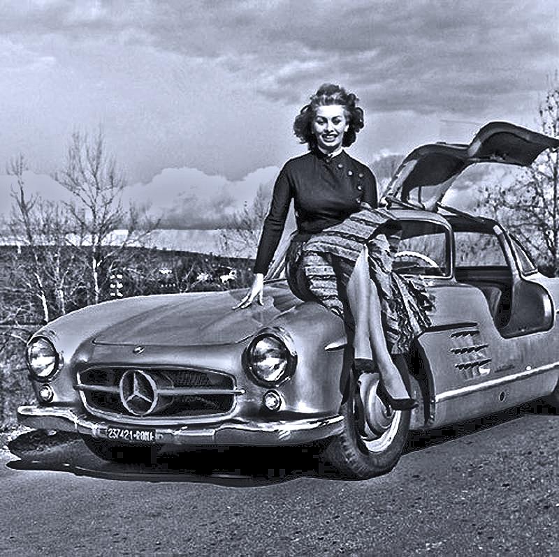 Sophia Loren and her Mercedes-Benz 300SL Gullwing