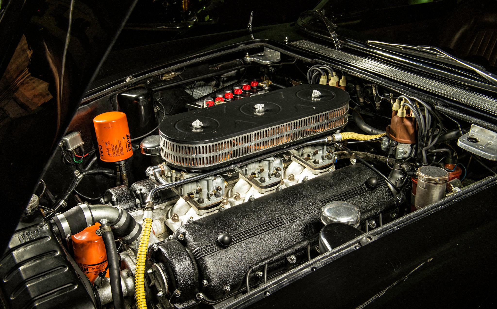 Engine of the Ferrari 400 Superamerica